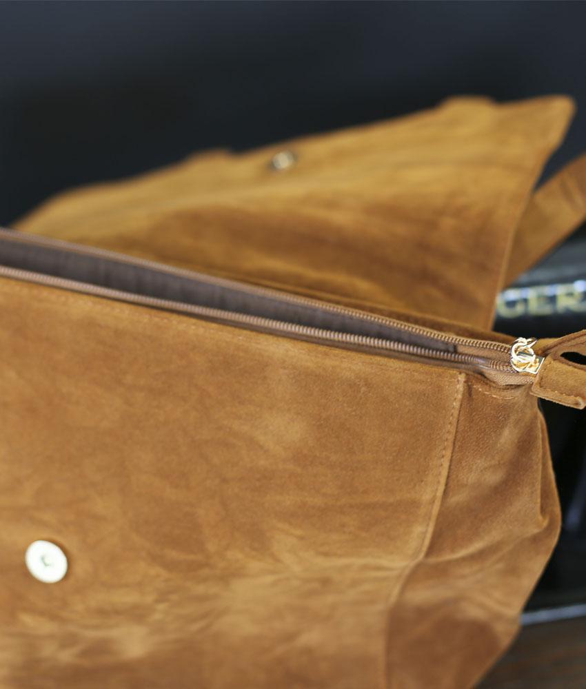 fc6f55fa62 sac-interieur-fermeture-eclair-suedine-camel – Pressing Corp | T-shirts,  idées cadeaux